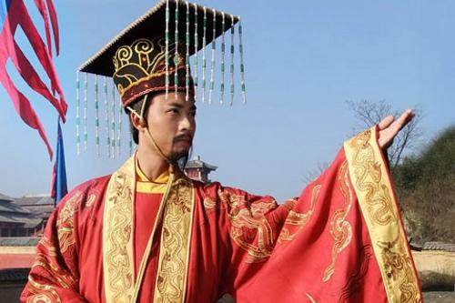 Thuận theo lòng dân, Vì sao xã hội hoàng quyền xưa không cần có hiến pháp?