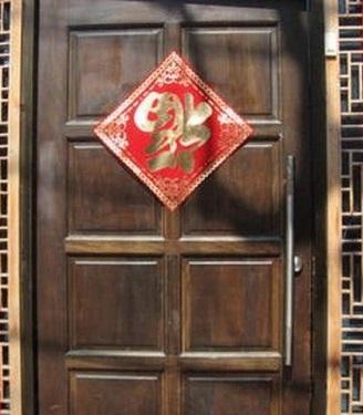 """Nguồn gốc và ý nghĩa của phong tục treo chữ """"Phúc"""" trong nhà"""