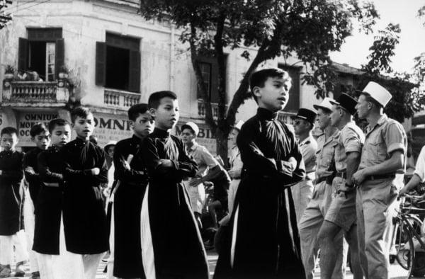 Trẻ em Nhật cúi đầu khi qua đường, 100 năm trước trẻ em Việt Nam cũng thế