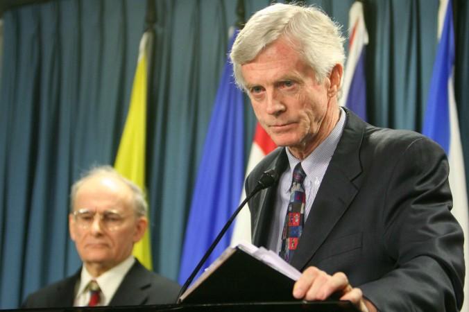 Vào ngày 31/01/2007, ông David Kilgour, cựu Quốc vụ khanh Canada chuyên trách khu vực châu Á - Thái Bình Dương, trình bày một báo cáo sửa đổi về vấn đề vẫn còn tiếp diễn việc giết người tập Pháp Luân Công ở Trung Quốc để lấy nội tạng. Trong bài báo cáo, đồng tác giả là luật sư David Matas đang nghe ở phía sau.