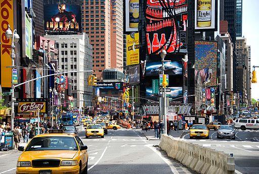 Quảng trường Times Square tại New York có những bảng quảng cáo kỹ thuật số đắt nhất thế giới với giá trị lên tới 4 triệu đô một năm. (Ảnh: Wikipedia)