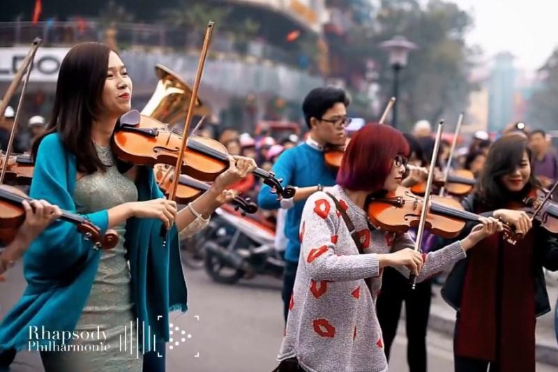 Không chỉ London Symphony Orchestra, phố đi bộ Hà Nội đã từng đón một dàn nhạc giao hưởng Việt