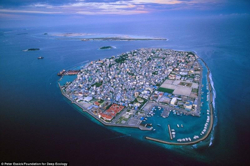 Đảo Maldives, một địa điểm nghỉ dưỡng nổi tiếng hiện đang bị đe dọa bởi mực nước biển gia tăng