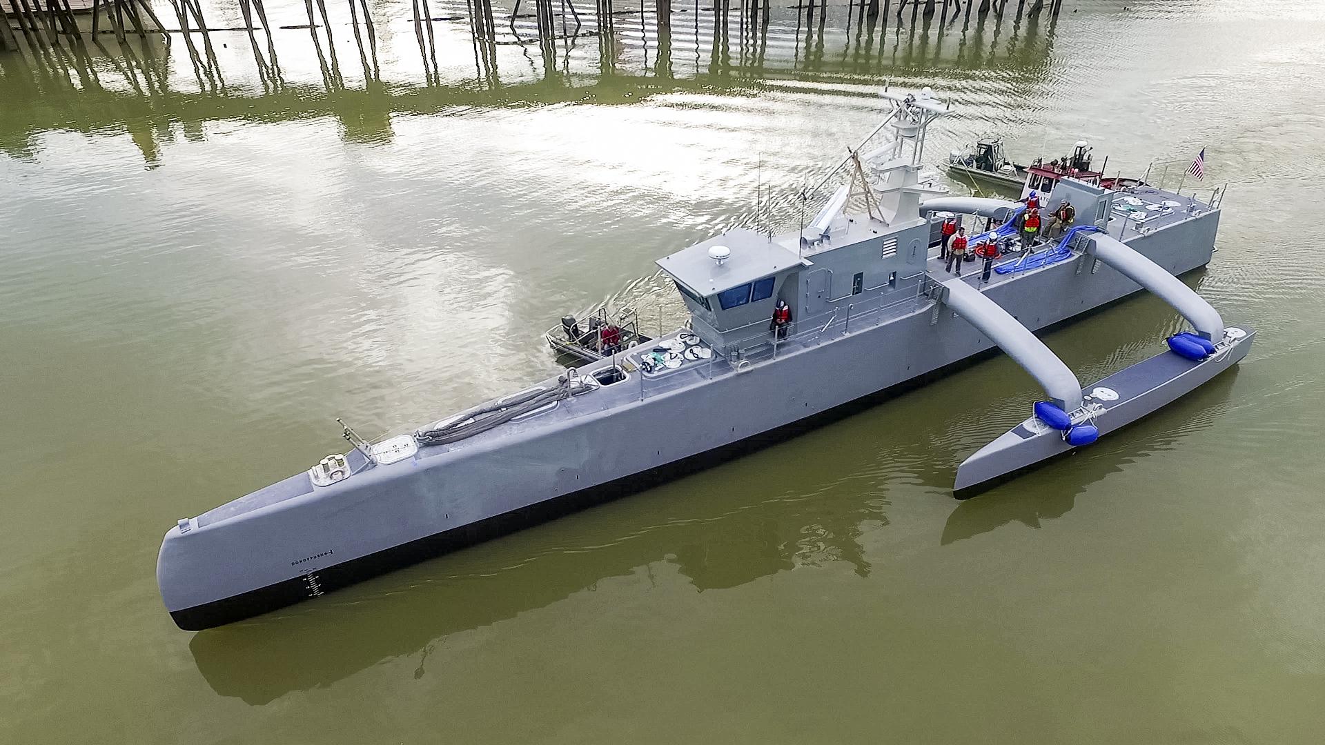 Một cabin được đặt trên tàu trong giai đoạn thử nghiệm để các chuyên gia có thể can thiệp vào quá trình lái nếu cần thiết (ảnh: DARPA)