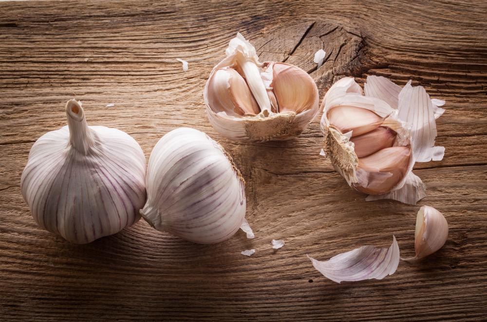 Tỏi thuộc loại kháng sinh tự nhiên mạnh nhất (Ảnh: Shutterstock)