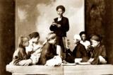 Thầy đồ đóng vai trò rất lớn trong việc nuôi dạy một con người, cả về học thức lẫn lễ giáo. (Ảnh: thuvienhuequang.vn)