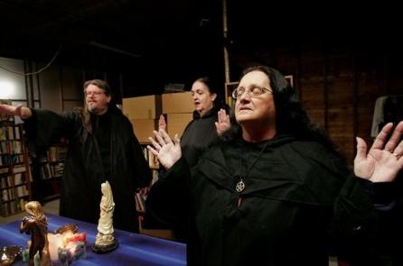 Mỹ: Xuất hiện nhóm phù thủy muốn 'yểm bùa ông Trump'