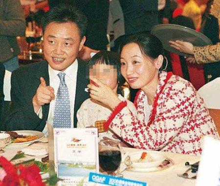 Cựu tỷ phú Trung Quốc Hoàng Quang Dụ và vợ Đỗ Quyên.