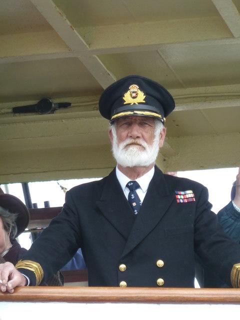 Thuyền trưởng E J Smith của tàu Titanic.