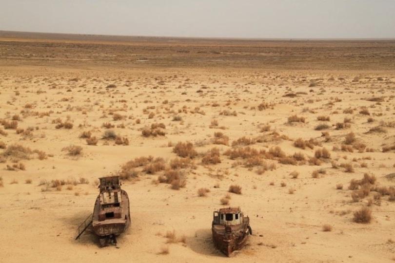 Vùng biển từng bao phủ khoảng 26.000 dặm vuông, đã bắt đầu khô cạn từ những năm 1960. (Ảnh: Sebastian Kluger/Wikimedia Commons)