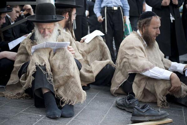 (Hình ảnh người Do Thái đọc sách: Getty Images)