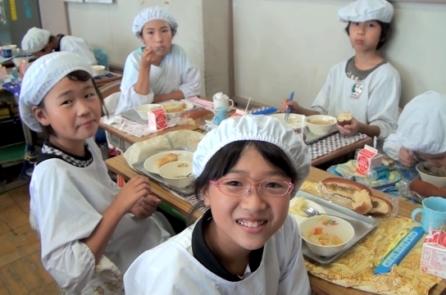 Trường học Nhật Bản biến bữa trưa thành tiết học cuộc sống bổ ích (Video)