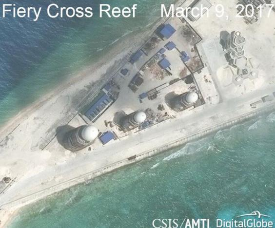 Xây dựng trên đảo Chữ Thập (Ảnh: CSIS, qua Reuters)