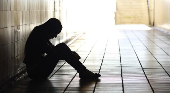 Cô đơn sẽ hủy diệt sức khỏe và tâm hồn của chúng ta. (Ảnh: Shutterstock)
