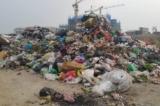 Công ty thu gom rác thải đổ trộm rác