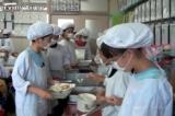 Chính phủ Nhật đã làm gì sau khi xảy ra sự cố ATTP ở trường học?