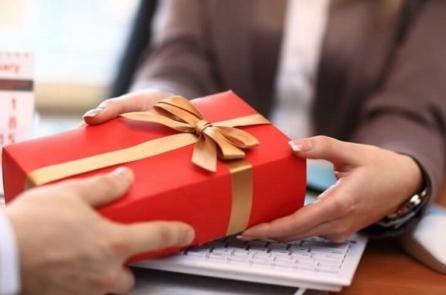 'Văn hoá tặng quà': Khi lời cảm ơn đi trước