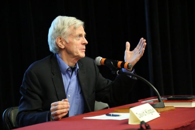 """Ông David Kilgour phát biểu sau buổi chiếu phim """"Thu hoạch Nhân thể """" tại trường Đại học Ottawa vào ngày 6 tháng 4 năm 2017. (Jonathan Ren / Epoch Times)"""