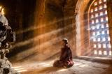 Hàm ý thực sự của việc con người bái Phật, khấn Thần, lạy Chúa
