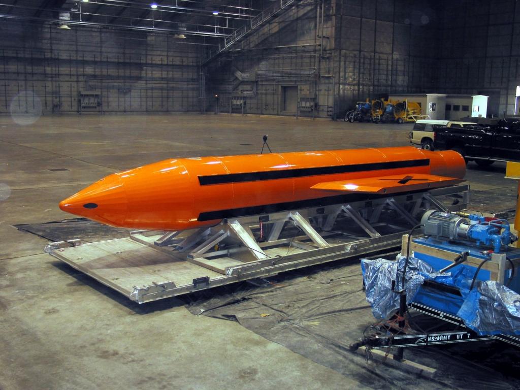 """Bom MOAB, được mệnh danh là """"mẹ của các loại bom"""", là quả bom phi hạt nhân lớn nhất từng được sử dụng"""
