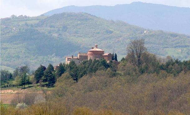 Nhà thờ trên đỉnh đồi Montesiepi, thành phố Siena, Ý (Ảnh: Wikimedia)