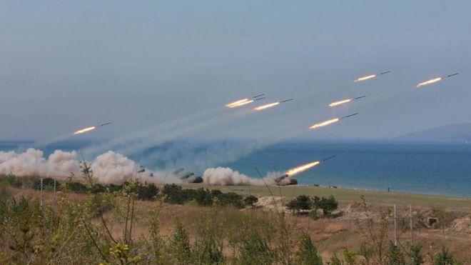 Bình Nhưỡng công bố hình ảnh tập trận pháo binh kỷ niệm ngày thành lập quân đội 25/4