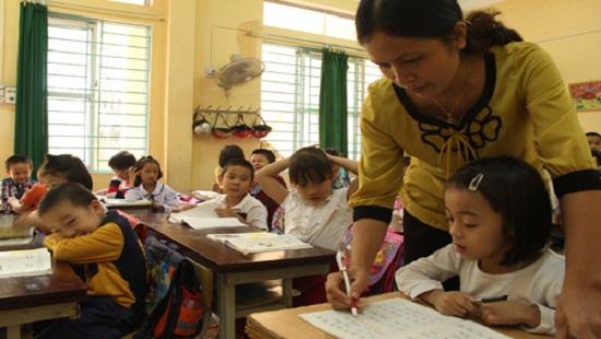 Những sai lệch của các cơ quan có thẩm quyền khiến nhiều giáo viên bị động trong công việc, tài chính. (Ảnh minh họa/vnexpress.net)