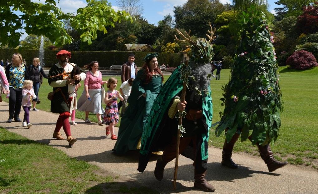 Người Xanh Green Man trong lễ hội May Day tại Châu Âu (Ảnh: hevercastle)