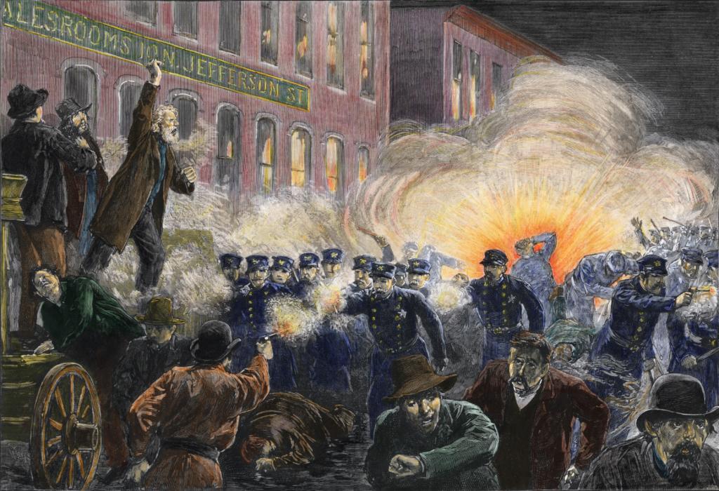 Bức tranh minh họa cuộc bạo loạn Haymarket ngày 4/5/1886 khi 7 cảnh sát Mỹ bị đánh bom chết tại chỗ (Ảnh: History.com)