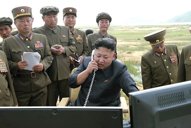 Là người duy nhất có quyền ra lệnh tấn công hạt nhân, Kim Jong Un sẽ là mục tiêu tiêu diệt đầu tiên của Hoa Kỳ (Ảnh: KCNA)