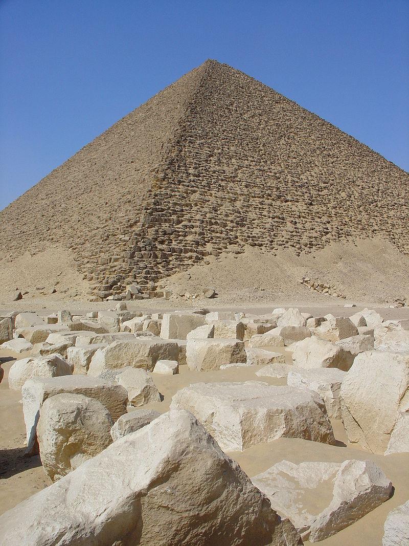 Kim tự tháp Đỏ của vua Snofru ở Dahshur. (ảnh: Wikipedia)