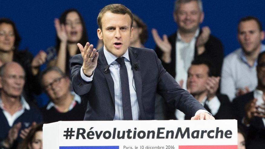 Ông Emmanuel Macron, 39 tuổi, bất ngờ dẫn đầu vòng 1 bầu cử Pháp