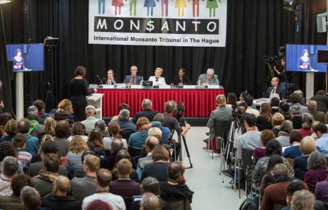 Tòa án quốc tế về Monsanto tại La Haye (Hà Lan) mở phiên tòa vào tháng 10-2016. (Ảnh: Greenpeace)