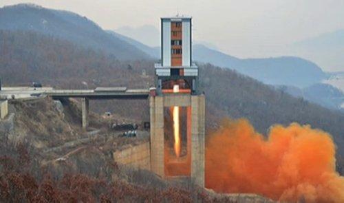 Triều Tiên đã phóng một tên lửa mới vào ngày Chủ nhật 16/4. (Ảnh: chụp màn hình video)