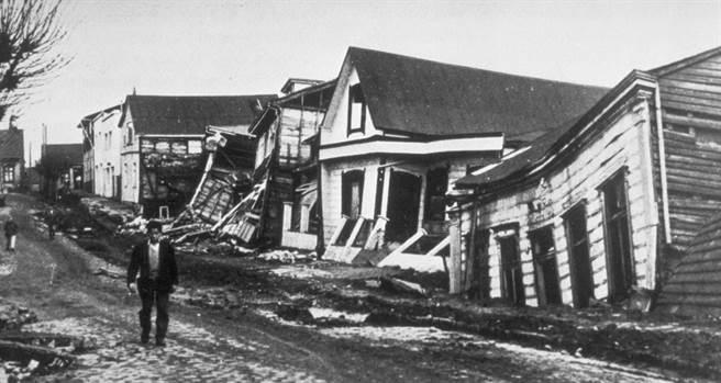 Một con phố của Chile sau trận động đất ngày 22 tháng 5 năm 1960.