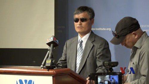 Ngày 12/4, ông Trần Quang Thành, nhà hoạt động nhân quyền khiếm thị người Trung Quốc phát biểu tại một hội nghị chuyên gia Mỹ.