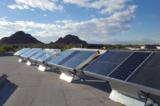 Tấm pin năng lượng mặt trời tạo ra 5 lít nước sạch từ không khí