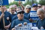 Warren Buffett mất 90 triệu USD sau sự cố của United Airlines