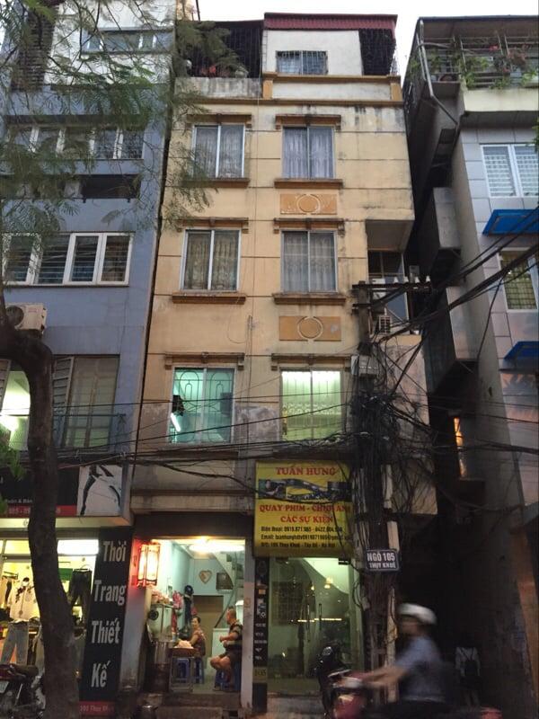 2 căn nhà có diện tích hẹp trên phố Thụy Khuê này dường như từng là cùng một chủ sở hữu. (Ảnh: Minh Minh Trí Thức VN)