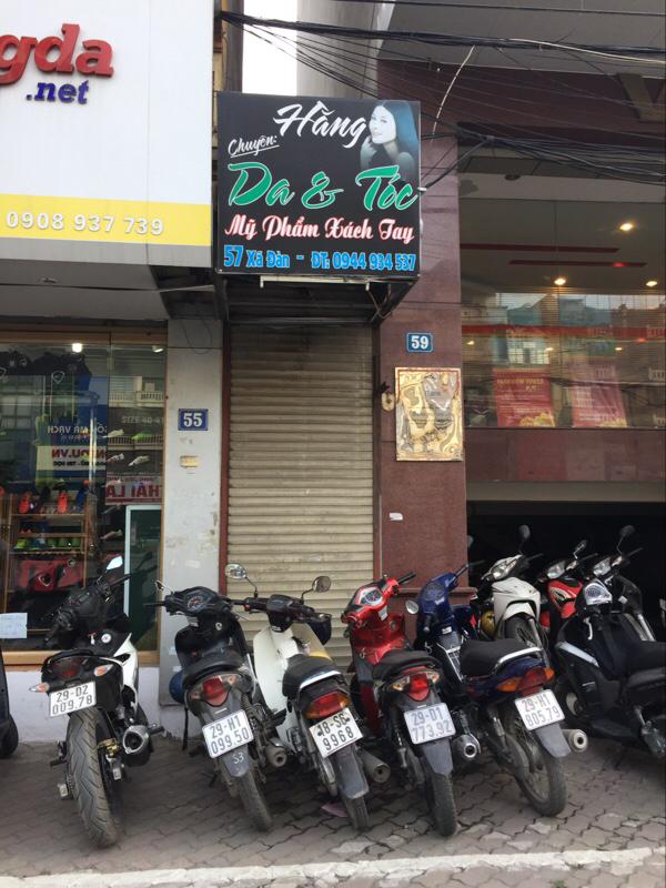 Mặt tiền của căn nhà tí hon trên phố Xã Đàn này có khi chỉ vừa đủ để 1 chiếc xe máy chui lọt. (Ảnh: Minh Minh|Trí Thức VN)
