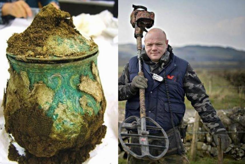 Thợ săn kho báu tìm thấy kho đồ quý của người Viking, được thưởng 2 triệu bảng Anh