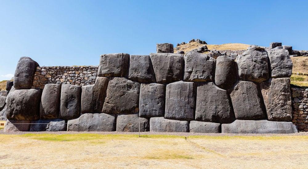 Di chỉ Saksaywaman, Peru: Người cổ đại biết cách làm mềm đá? Một mảnh tường ở Saksaywaman (ảnh: Wiki)