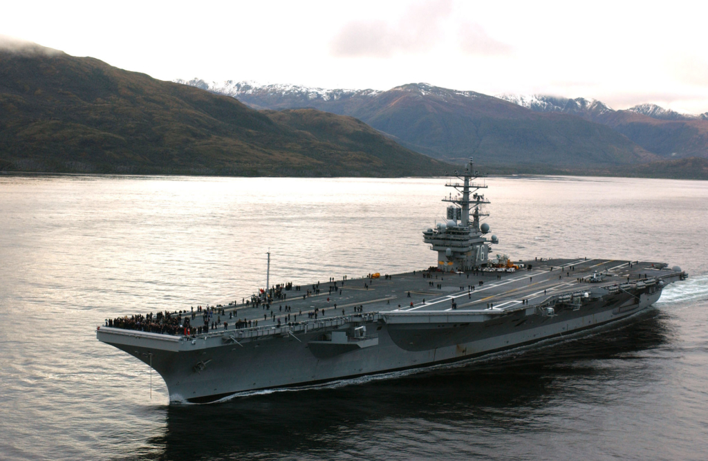 USS Ronald Reagan tại Eo biển Magellan năm 2004