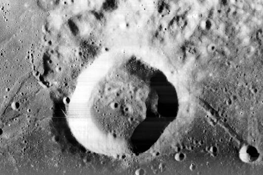 Miệng hố Webb (Ảnh: NASA)