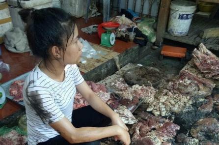 Hắt chất bẩn vào người bán thịt lợn tại Hải Phòng: Tuyên phạt hai bị cáo 18 tháng tù treo