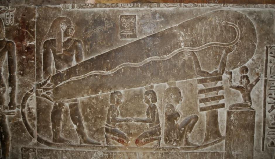 Hình khắc nổi bóng đèn điện trên bức tường phía bắc của đền thờ thần Hathor tại Dendera, Ai Cập (ảnh: qua inquisitr.com)