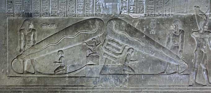 Hình khắc nổi bóng đèn điện trên bức tường phía nam - hầm mộ phía nam của đền thờ thần Hathor tại Dendera - Ai Cập (ảnh: thunderbolts.com)