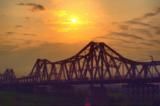 Hà Nội cấm xe để thử nghiệm trải bê tông nhựa nguội lên mặt cầu Long Biên