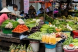 Tại sao giá bán lẻ thực phẩm của Việt Nam quá đắt?