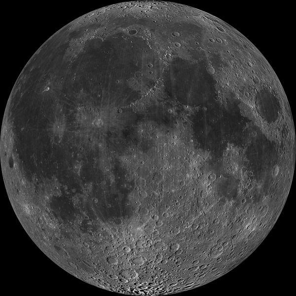 Hình ảnh quen thuộc của Mặt Trăng mà chúng ta luôn thấy khi nhìn từ Trái Đất… (Ảnh: NASA/GSFC/Arizona State University)